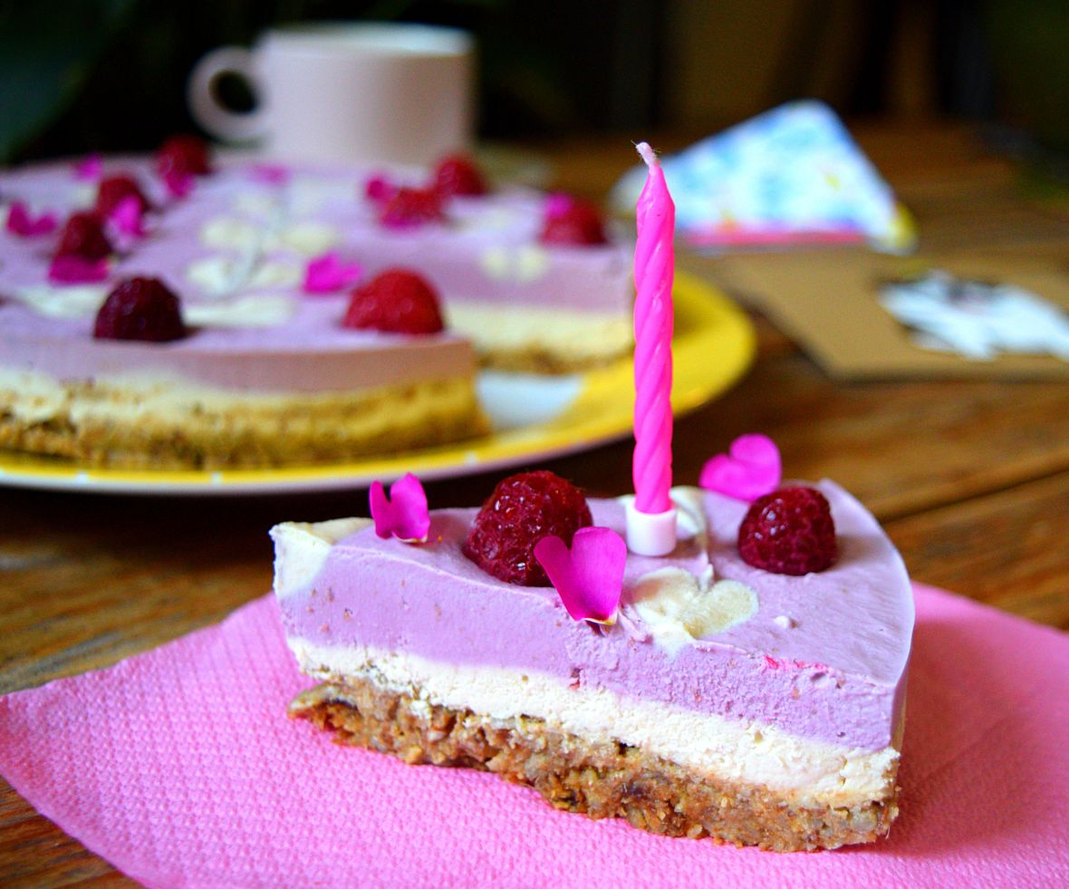 raw-vegan-raspberry-cheesecake-1