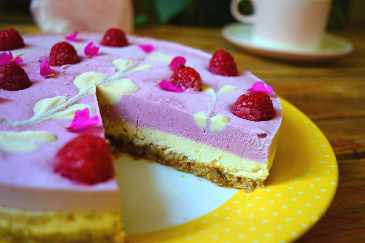 raw-vegan-raspberry-cheesecake-2