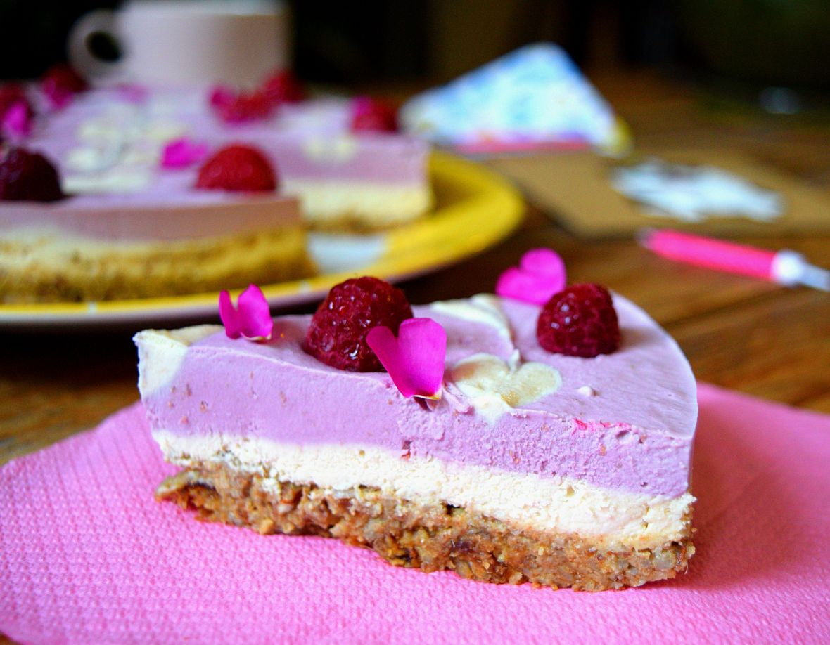 raw-vegan-raspberry-cheesecake